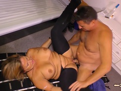 HAUSFRAU FICKEN – Housewife fucked in basement