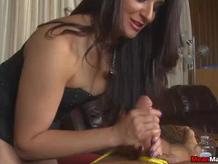 Client Shocked To See The Brunette Masseuse