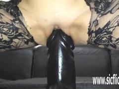 Sarahs mad gargantuan dildo penetration