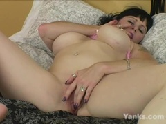 Yanks Chesty Betty Velvet Masturbating Home Alone