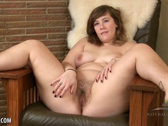 Get to know the hairy and curvy Suzie