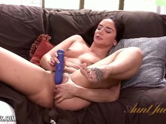 Mature babe Sheena Ryder fucks sex toy