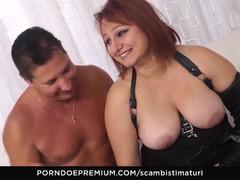 SCAMBISTI MATURI BBW enjoys anal swinger sex