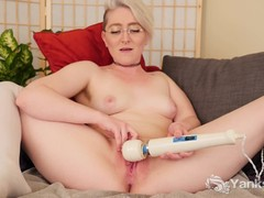 Yanks Spectacled Summer Lynn Somers Masturbates