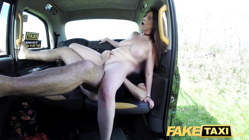 taksist-zanyalsya-seksom-s-pervokursnitsey