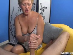 Sexy Milf Babe Decides To Offer Her Best On First Date