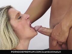 SCAMBISTI MATURI Busty mature enjoys hardcore anal fucking