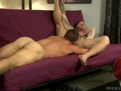 Sexy hunk rimms bonks his muscle friend