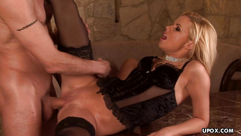 Babe Yasmine Gold has a hot dick riding threeway